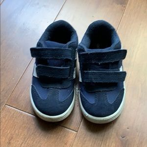 Toddler sneakers, excellent condition, size 8